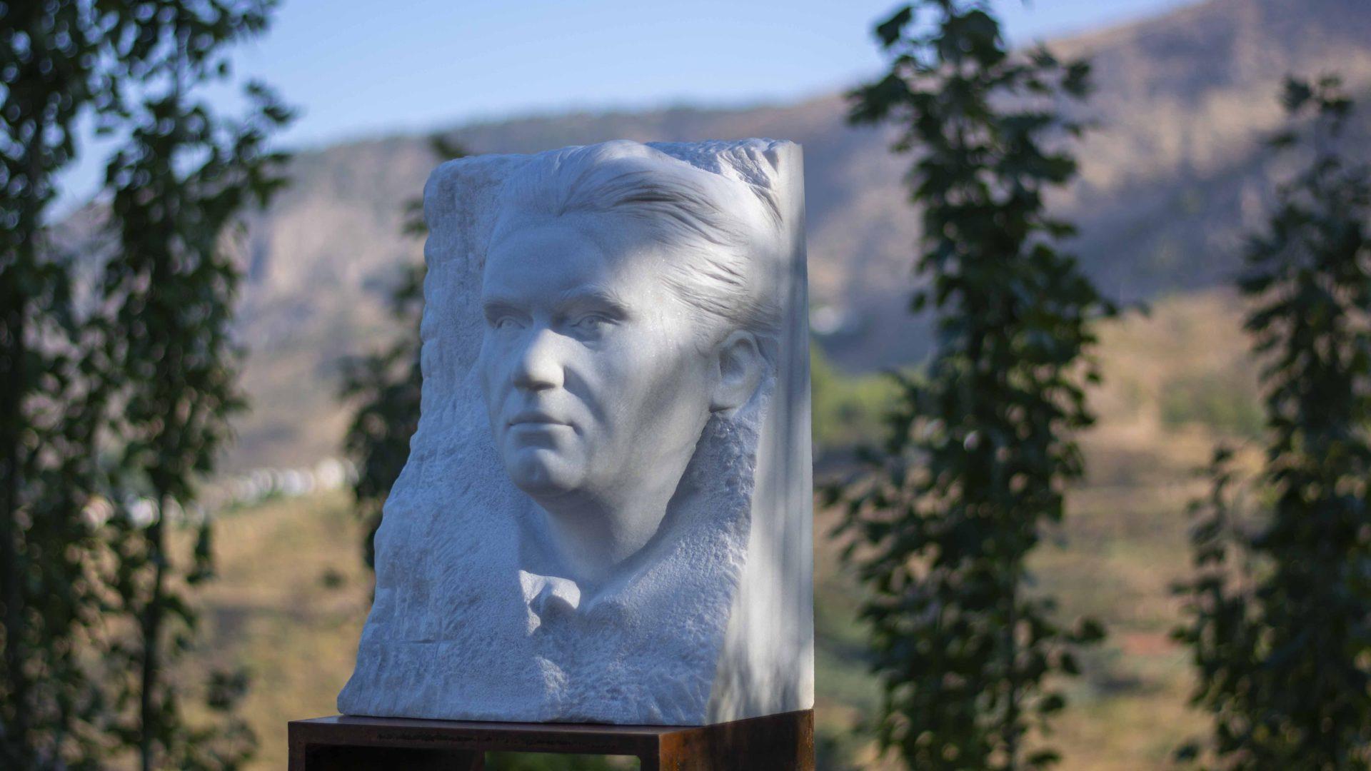 Escultura homenaje a Federico García Lorca